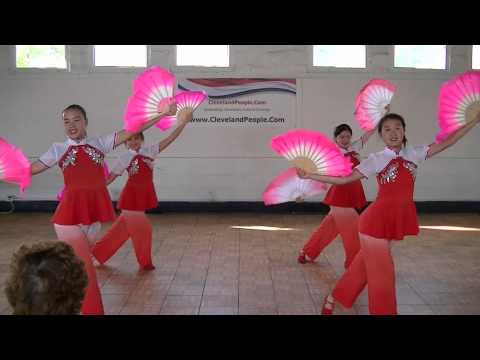Traditional Chinese Fan Dance