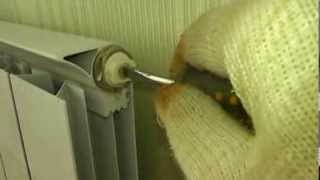 видео Радиатор отопления холодный, что делать чтобы он прогрелся