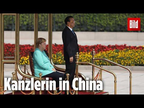 Bei der Hymne sitzt sie wieder | Kanzlerin Merkel zu Besuch in China