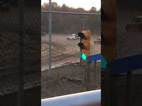 Muskingum county speedway dirt track racing 4 cylinder heat race