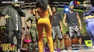 Une fille qui fait vibrer le piblic- concert de Mix Premier macory