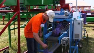 Фасовка картофеля (овощей)(Полностью автоматизированная компьютерная весовая станция КВС-10 и упаковочная машина МАУС-25 для взвешиван..., 2013-07-09T17:57:25.000Z)