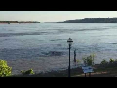 "Dale Sanders Mississippi River Source to Sea - Truck ""drowns"" in Mississippi River"