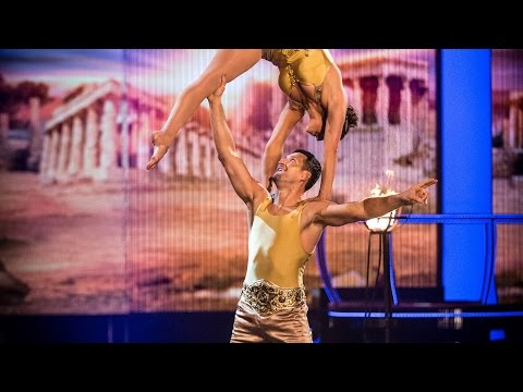 Carl Froch & Sita Bhuller's Floor Performance to 'Viva La Vida' - Tumble: Episode 2 - BBC One