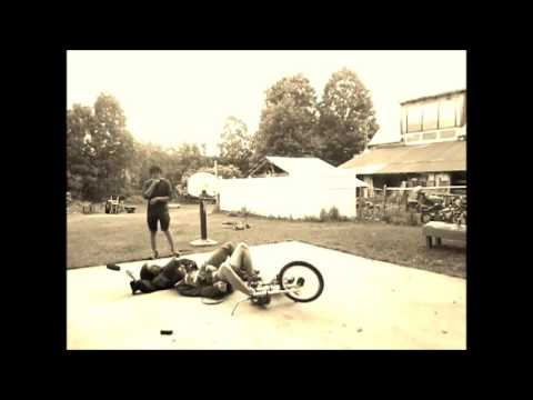 green day music video welcome  to paradise