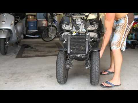 Piaggio MP3 - Crazy front two wheels design!