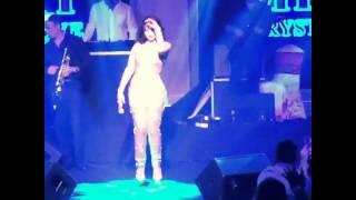 هيفاء وهبي تشعل قبرص ببدلة شفافة ووصلات رقص مثيرة