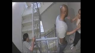 INCREIBLE Hombre empuja a mujer por las escaleras