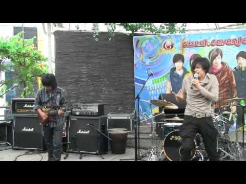 Download lagu baru Gigi - Distorsi Manusia @ Launching Sweet 17 [HD] Mp3 online