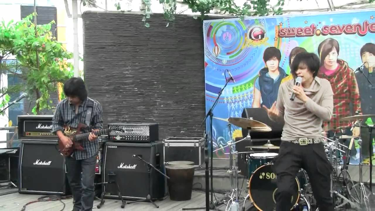 Download Gigi - Distorsi Manusia @ Launching Sweet 17 [HD]