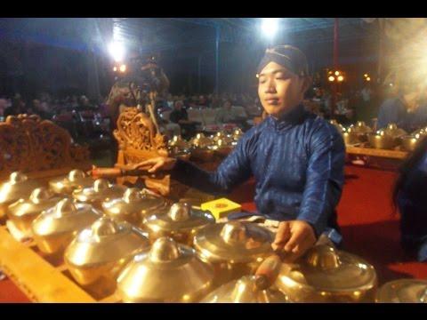 Ladrang SARUNG JAGUNG - Wayang Kulit Purwa - Dies Natalis UGM -  Javanese Gamelan Music [HD]
