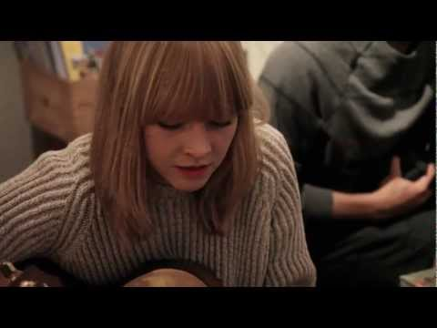 Classroom Concert / LUCY ROSE / red face