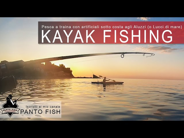 Kayak Fishing | Pesca a traina con artificiali sotto costa | Strike in diretta!
