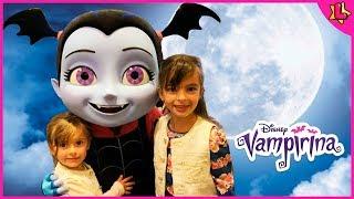 Laurinha Finge Brincar com Vapirina, Doutora Brinquedos, Princesinha Sofia e Pateta da Disney