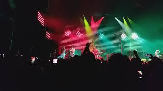 Lenny Kravitz LIVE American Woman ending Bob Marley's cover