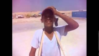 قناة السويس الجديدة مصر: طفل يعمل مع والده فى بيع الحلوى والسجائر للعاملين