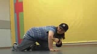 Обучающее видео break dance(брейк-данс): freez 2(Школа танцев «Драконы» (www.DRAKONI.ru): профессиональное обучение верхнему и нижнему break dance, hip-hop., 2008-09-18T09:51:37.000Z)