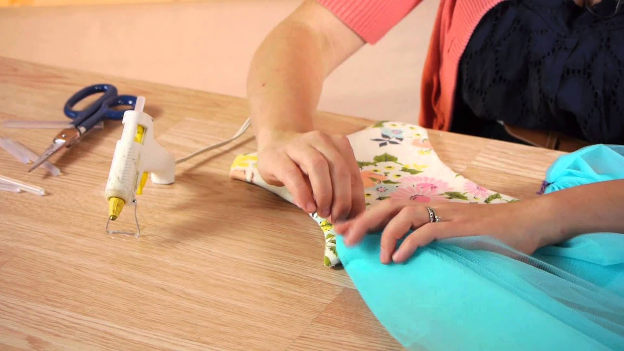 How to Make Tulle Bow Hangers : Craft Projects