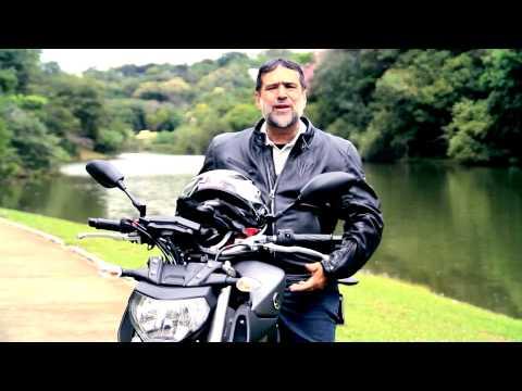 Yamaha MT-09 Chama A Atenção Ao Misturar Estilos Naked E Motard