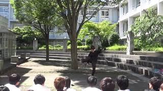 3年生によるフラワースティックの演技です。 湘南高校中庭にて。