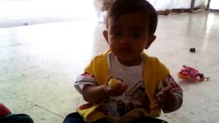 Cute Little Baby Yagni Eating Potato With Friend | Funny | 2015/02/14_125006