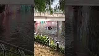 Nubifragio su Terlizzi, auto con persone a bordo bloccata nel sottopasso allagato