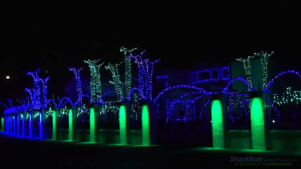 The Fred Loya El Paso Christmas Lights Show 2011 - YouTube
