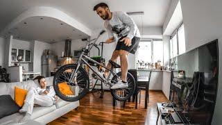 Ну всё конечная Катаюсь по квартире на велосипеде
