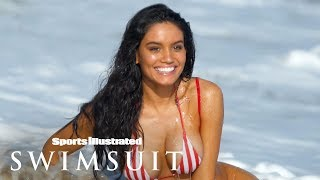 Download Watch Anne de Paula Get Washed Away By A Wave In 360 | Swimsuit VR | Sports Illustrated Swimsuit Mp3 and Videos