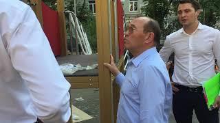 Смотреть видео Заместитель мэра Москвы по вопросам ЖКХ и благоустройства Петр Бирюков совершил рабочую поездку онлайн
