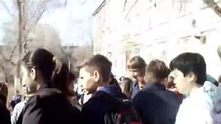 Учеников саратовской школы эвакуировали из-за угрозы пожара
