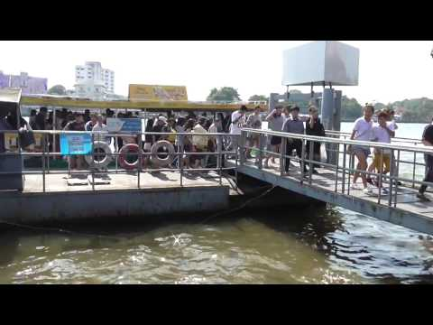 Walk the Walk Part 2. The Chao Phraya River Ferry ! 3 Baht !