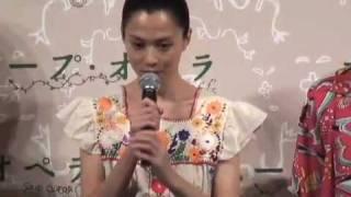 新婚ホヤホヤの坂井真紀、マスコミの質問攻めにも笑顔。『スープ・オペ...