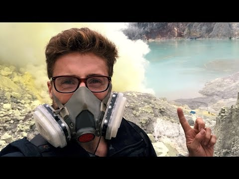 BLUE FIRE AND SULFUR MINING AT IJEN VOLCANO || TRAVELING JAVA, INDONESIA