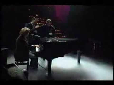 Maldita Suerte (Live) - Sin Bandera & Victor Manuel