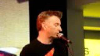 "Billy Bragg ""Sing their souls back home"""
