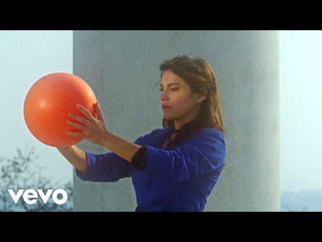 Kazy Lambist - Love Song (feat. Glasses)