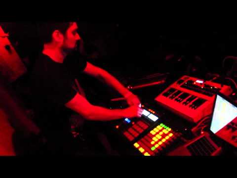 Arthur Oskan Live @ Break & Enter, Toronto (04.30.11) Part 1