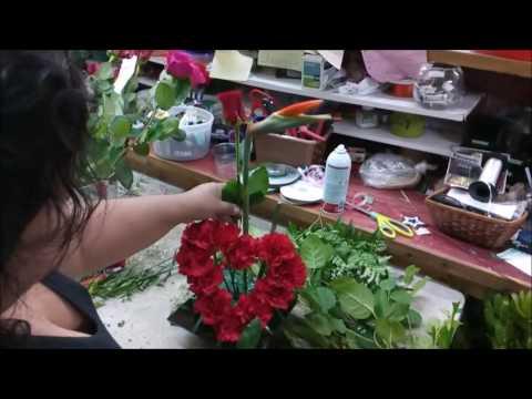 Como Hacer Arreglo De Flores En Forma De Corazón Hermoso Corazón De