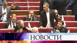 В Верховной Раде Украины рассматривают скандальный законопроект о реинтеграции Донбасса.