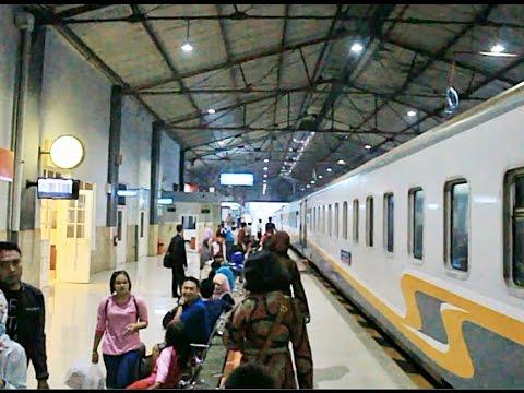 Kedatangan Kereta Api di Stasiun Madiun