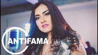 Gloria Sanchez presenta Music Video