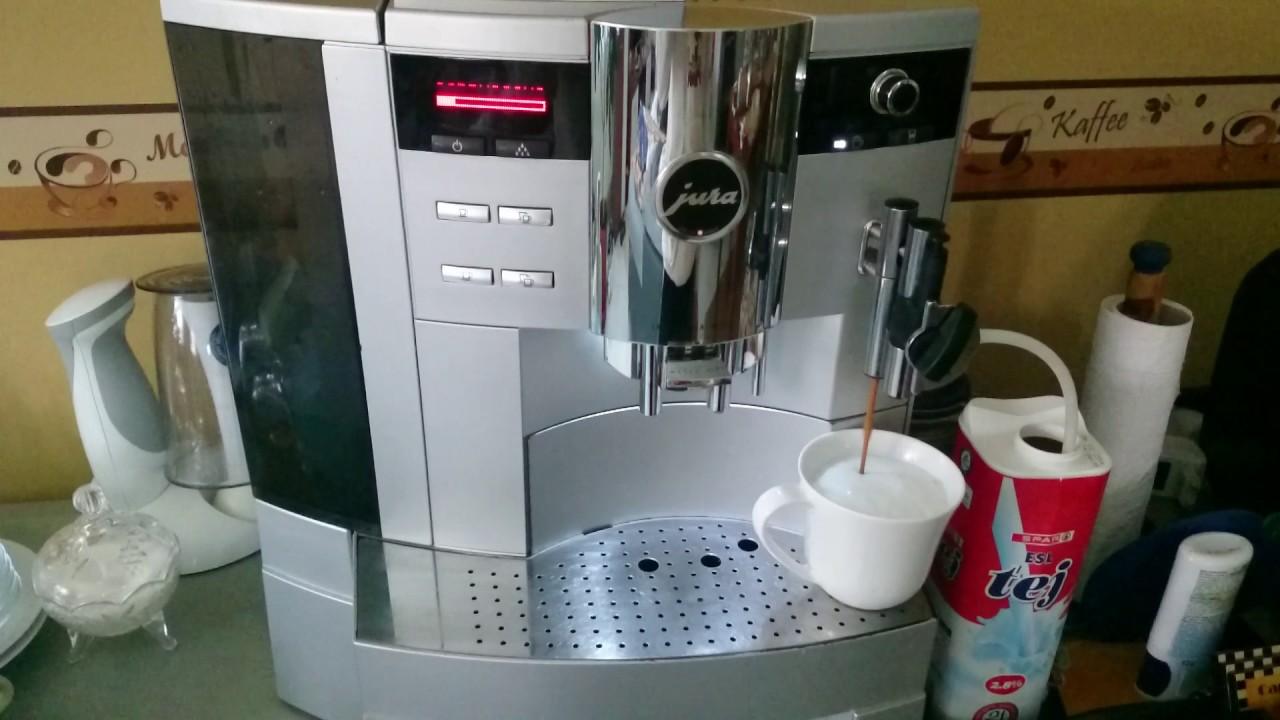 Jura Impressa XS95 one-touch cappuccino - YouTube