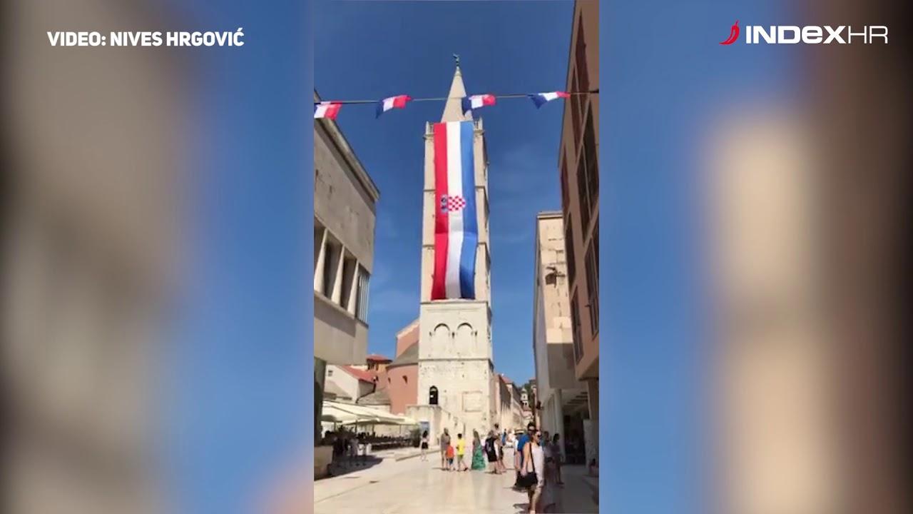 Hrvatska Zastava Prekrila Zvonik Katedrale U Zadru