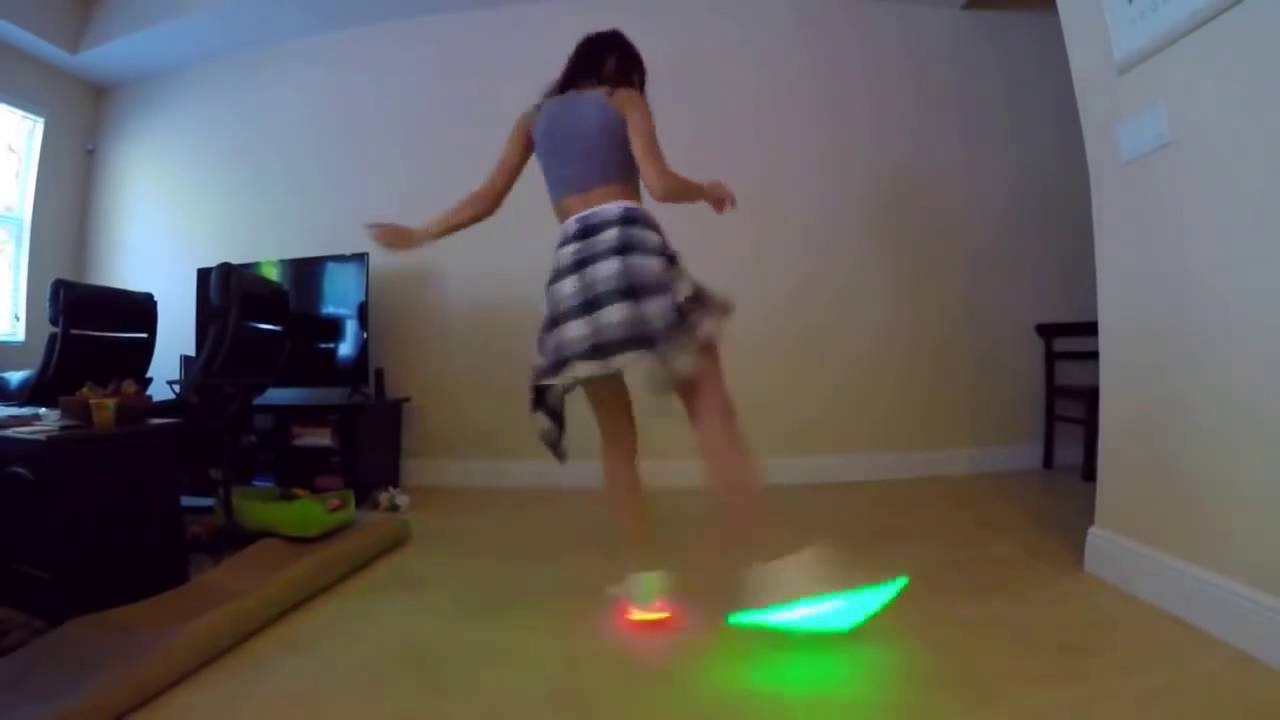 Shuffle girl - Ragazza che balla con scarpe LED