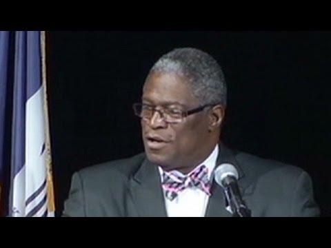 Kansas City mayor talks about stage incident