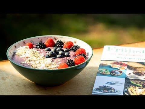 Frühstücks-Bowle mit Beeren | leichte Sommerküche