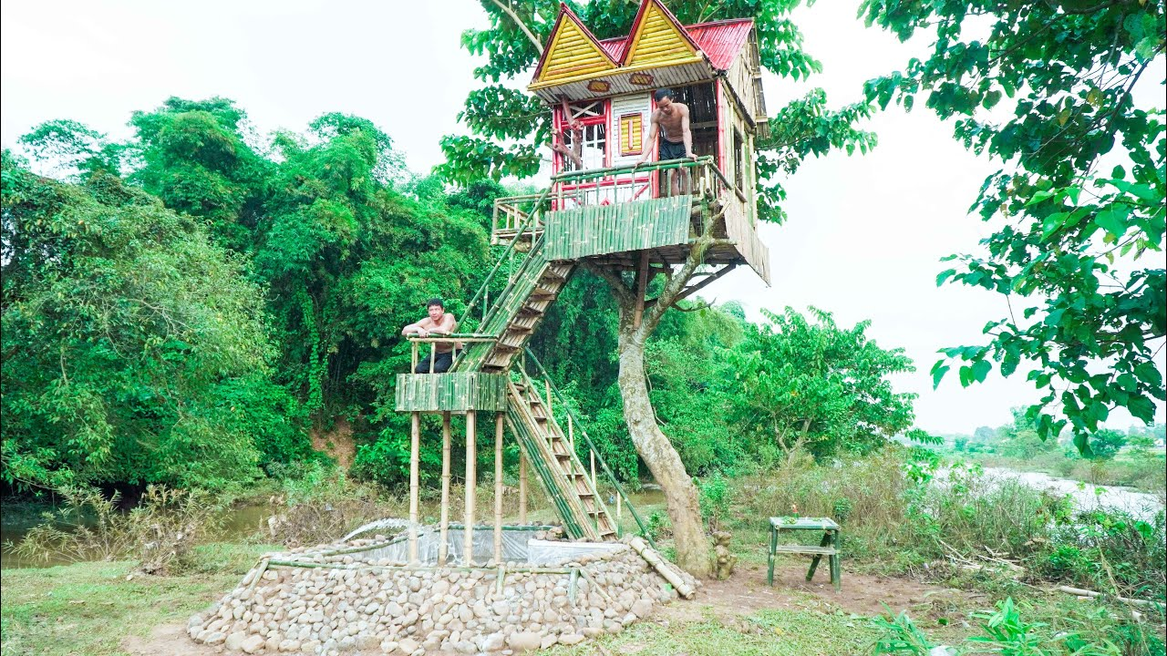 Build Big Tree House To Avoid Wild Animals And Water Slide Into The Swimming Pool