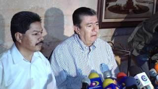 Enrique Bautista y Emiliano Velázquez ante los medios