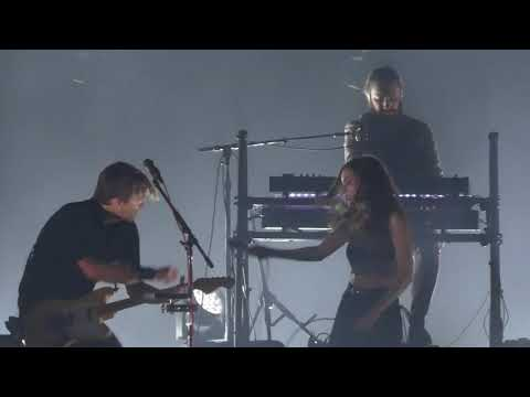Harms - Death Cab for Cutie Invites Lauren Mayberry (Chvrches) On Stage